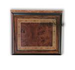Matt glänzend lackierte Holzschatulle mit 18 Ton Musikwerk
