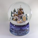 Schneekugel Winterdorf mit Beleuchtung und Spieluhr