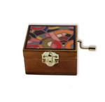 Holzkästchen mit Minidrehorgel und abstraktem Druck auf dem Deckel