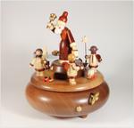 Spieldose mit Spieluhr Bescherung natur Weihnachtsmann mit Engeln